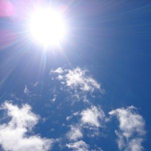 日焼け止めの効果は何時間持続する?塗り直すベストタイミングとは