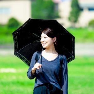 日傘は何色がおすすめ?絶対焼けたくない人の傘の選び方とは