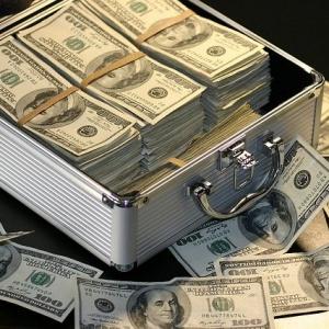 デコウトミリの両親(父・母)は?親の仕事や家族を調査してみたらお金持ち過ぎてビックリ!