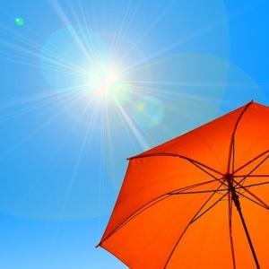 日傘があれば日焼け止めはいらない?紫外線に効果的なのはどっちでベストな対策とは